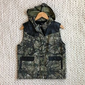 Urban Outfitters BDG Camo Puffy Zip Up Vest